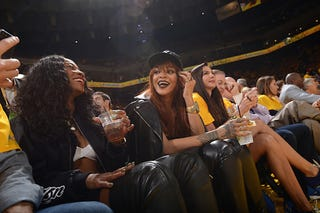 Illustration for article titled Warriors Owner Couldn't Deal With Sitting Next To Rihanna