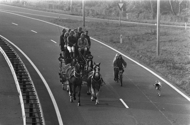 Illustration for article titled The Dutch rode horses on their highways during the 1970s oil crisis