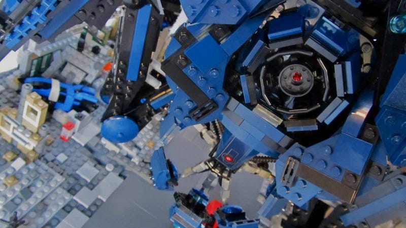 Illustration for article titled Relinquish Your Form to this Awesome Mass Effect Lego Reaper