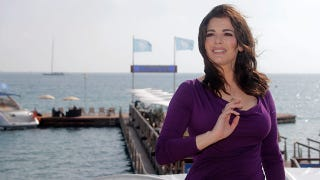 Illustration for article titled Nigella Lawson Isn't Wearing Her Wedding Ring, Whatever That Means