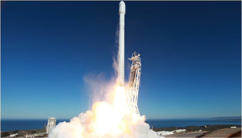 Illustration for article titled Sigue el nuevo intento de aterrizaje del cohete Falcon 9 (actualizado)