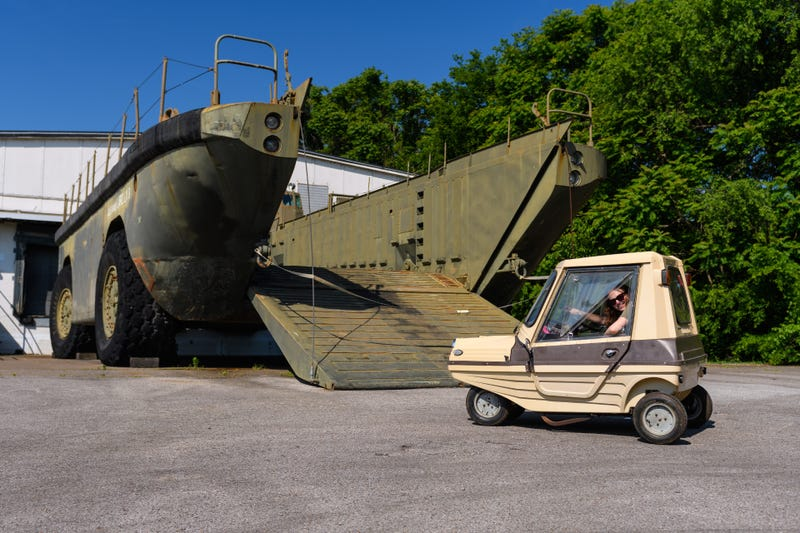 The SEAB Flipper I in front of the LARC-LX. Photo credit: Wes Duenkel