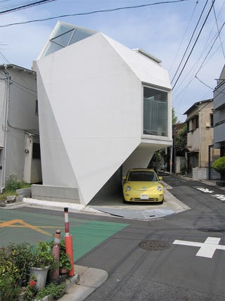 Illustration for article titled Polyhedron Tokyo House Measures 44m Sq. And Looks Like A Tooth