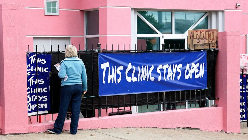 Illustration for article titled Good News: Mississippi's Only Abortion Clinic Can Remain Open