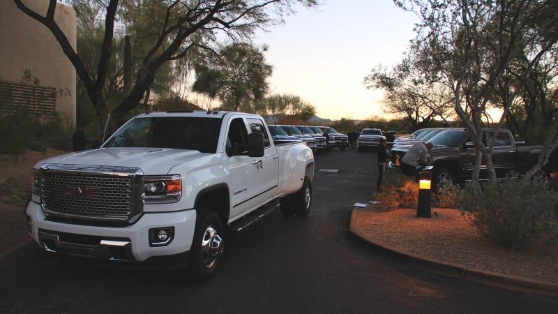 Chevy Vs Gmc >> 2015 Silverado Sierra 2500 Hd 4wd Crew Cab The Truck Yeah Review
