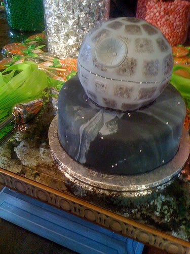 Illustration for article titled Death Star Wedding Cake Wins Fanboy of the Year Award, Sets Grounds for Divorce