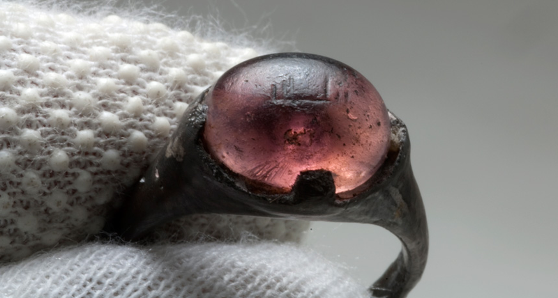 Illustration for article titled How Did This Arabic-Inscribed Ring End Up In A 9th-Century Viking Grave?