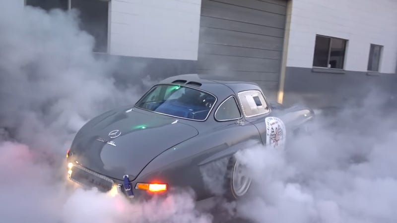 Illustration for article titled The Best 300SL Gullwing Replica is One That Does Mad Burnouts