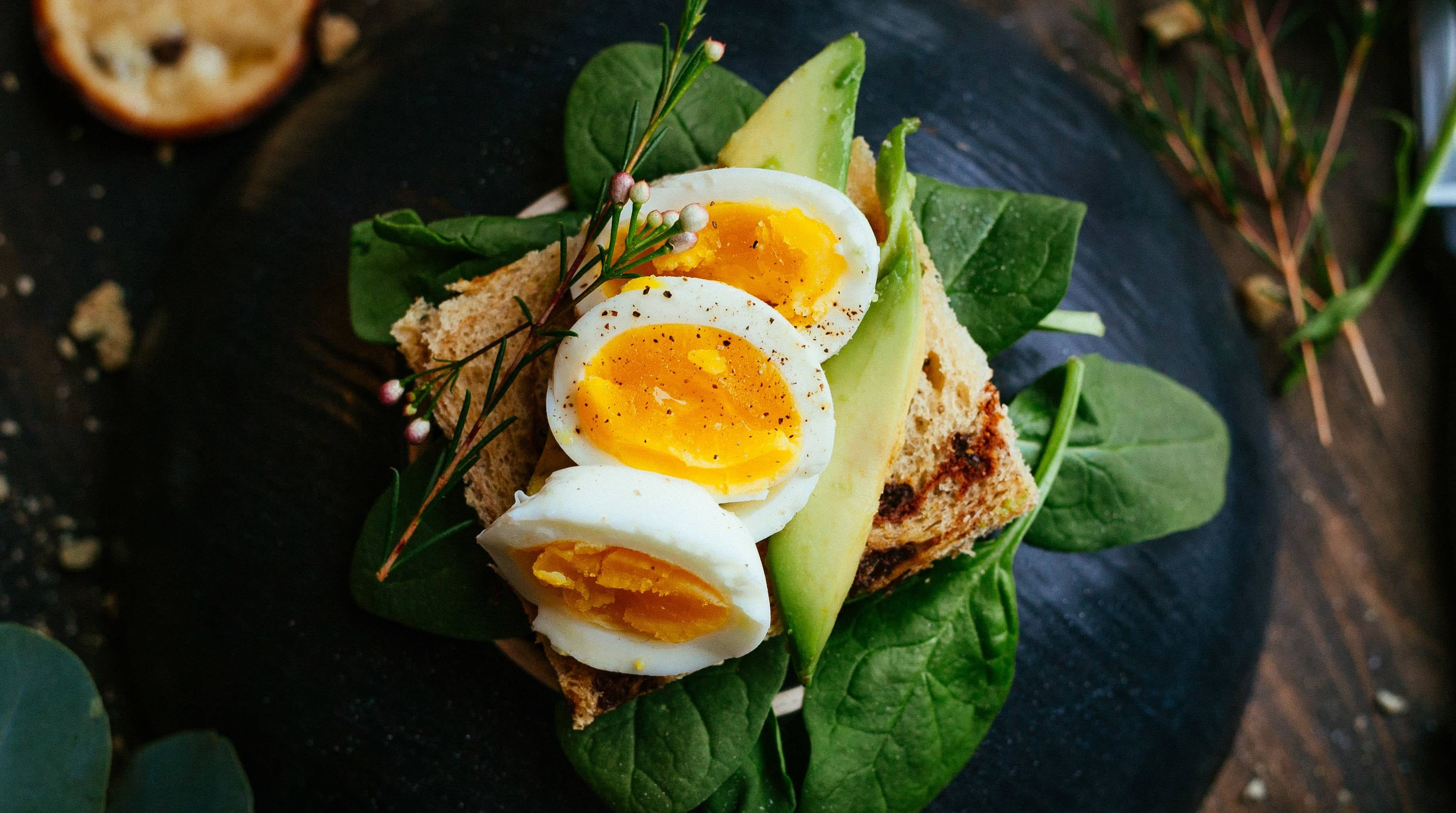 Use A Paper Towel To Stabilise Slippery Eggs While Slicing