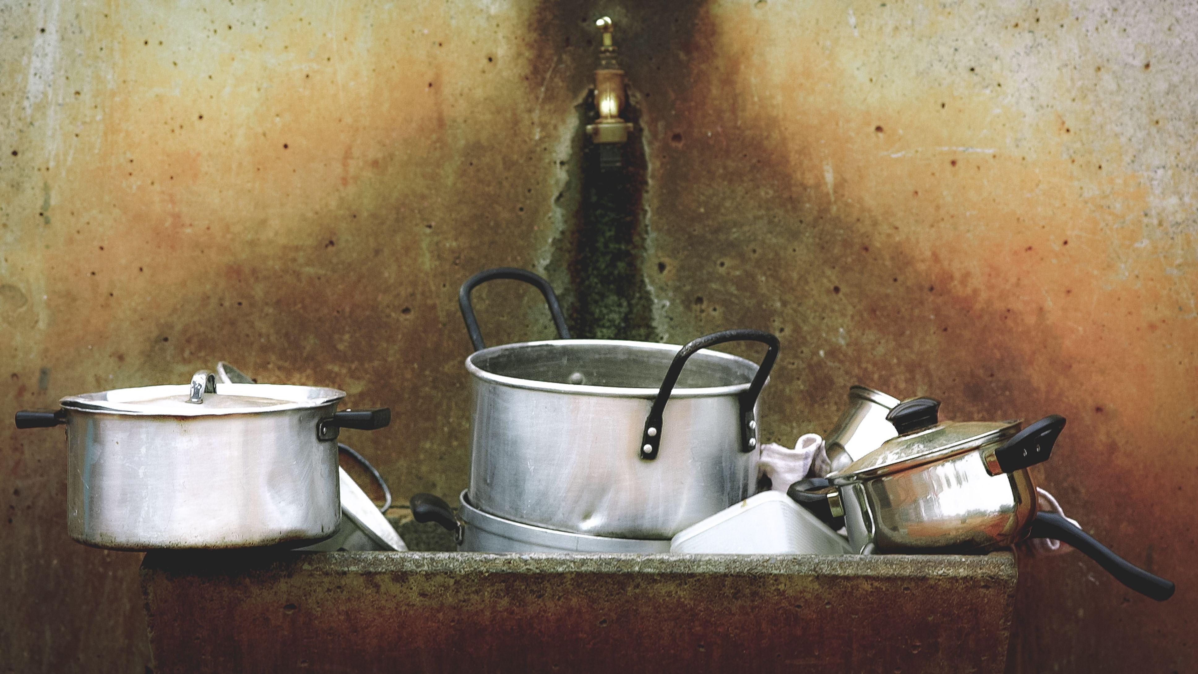 Plain White Vinegar Is The Dishwashing Hero You Need