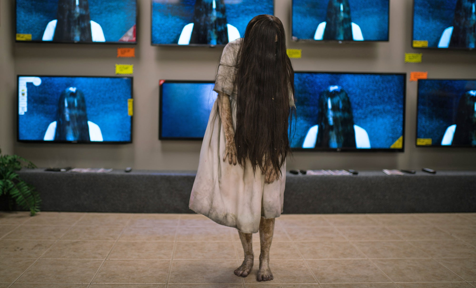 Watch The Ring Girl Crawl Out Of An Electronics Store TV To Terrify Shoppers