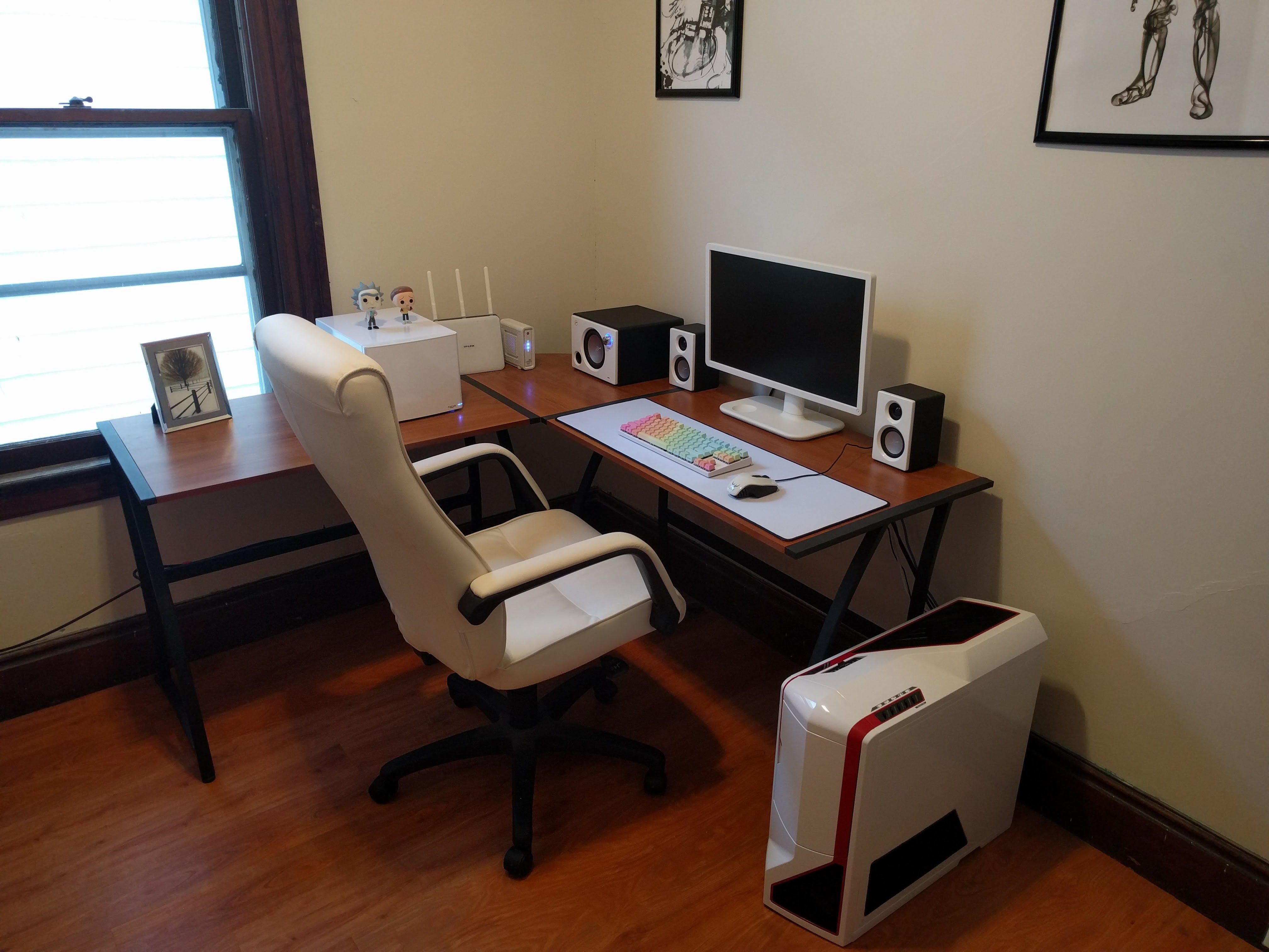 desk featured-workspace home-office workspace workspaces