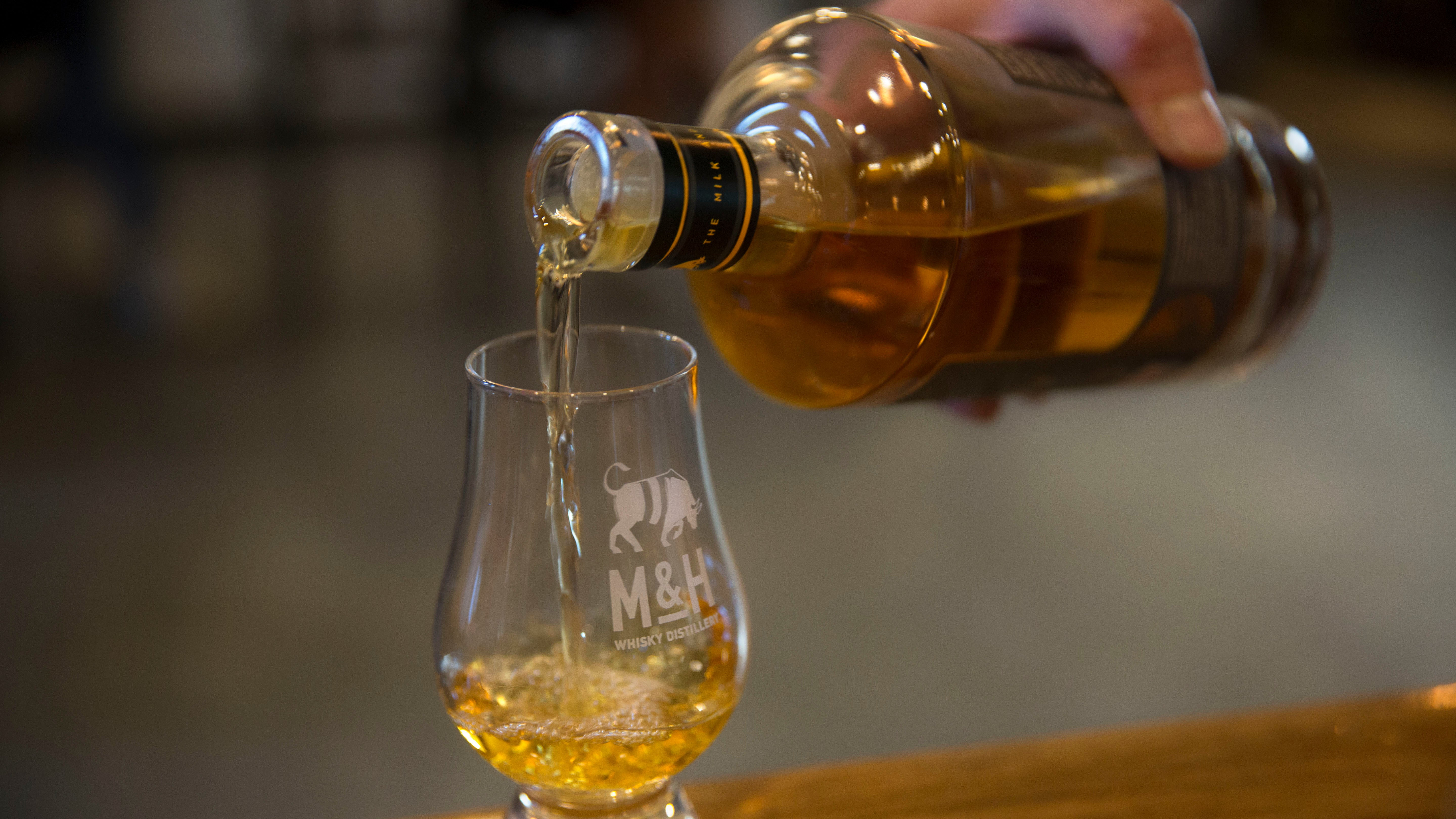 Popular Hack Used By Whisky Snobs Actually Works, Says Science
