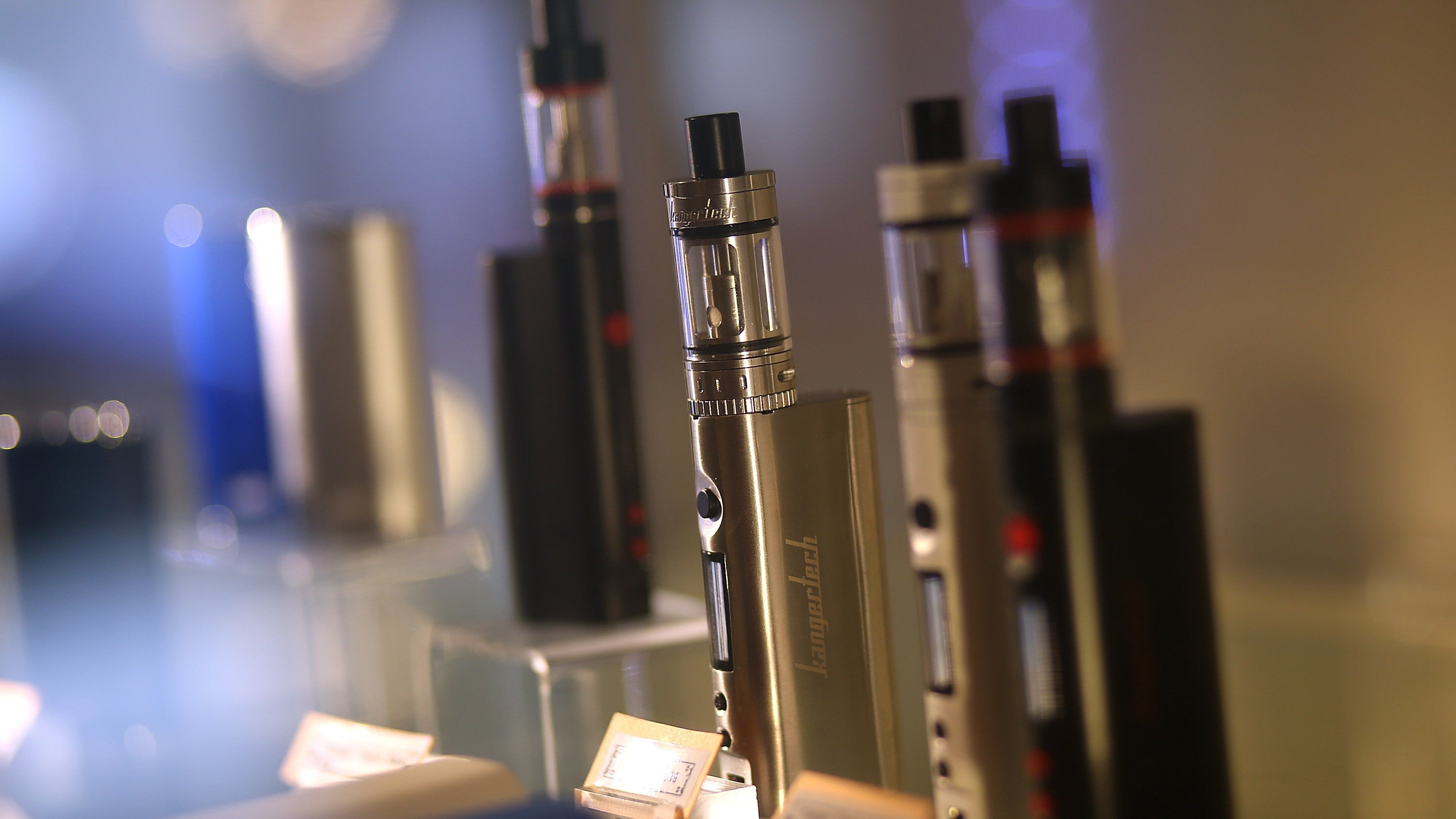 First Death From Vaping-Linked Lung Illness Reported By Illinois Health Officials