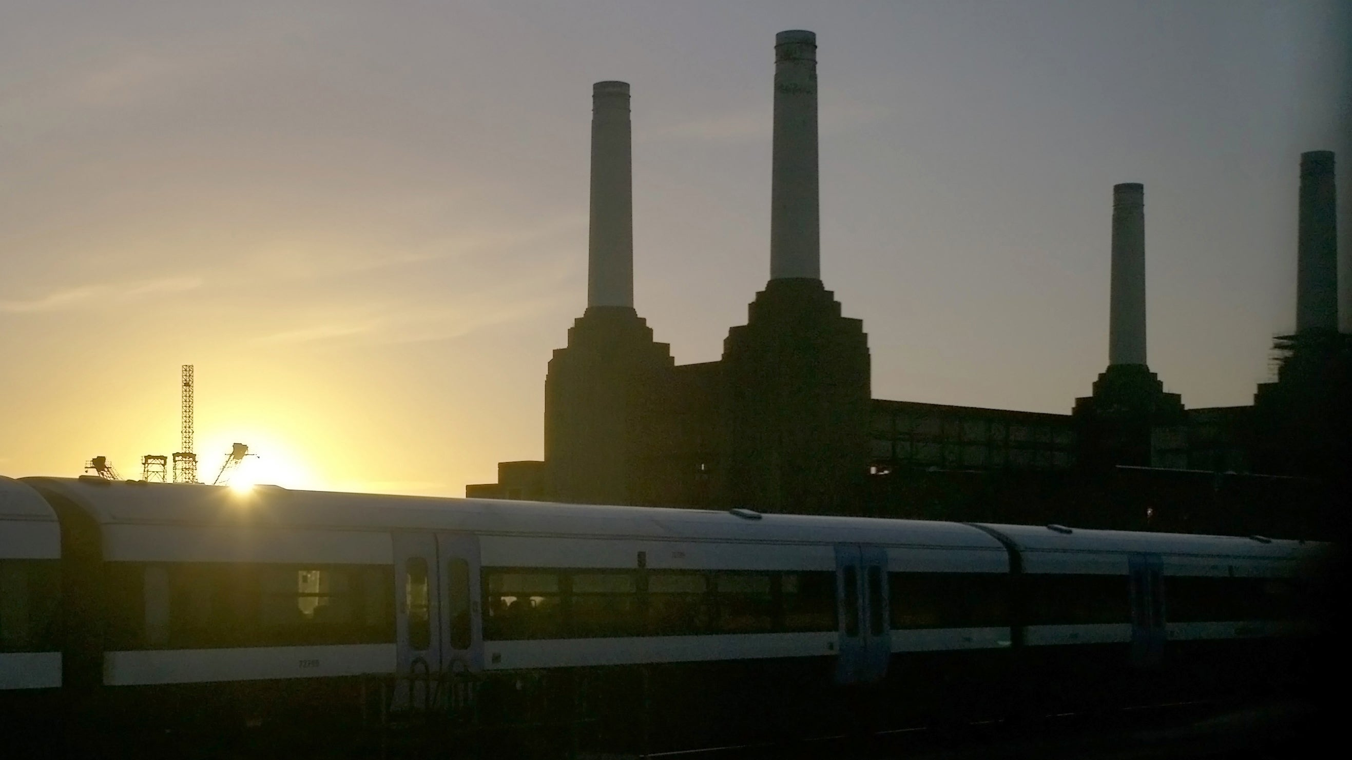 battersea-power-station london pink-floyd the-beatles the-dark-knight