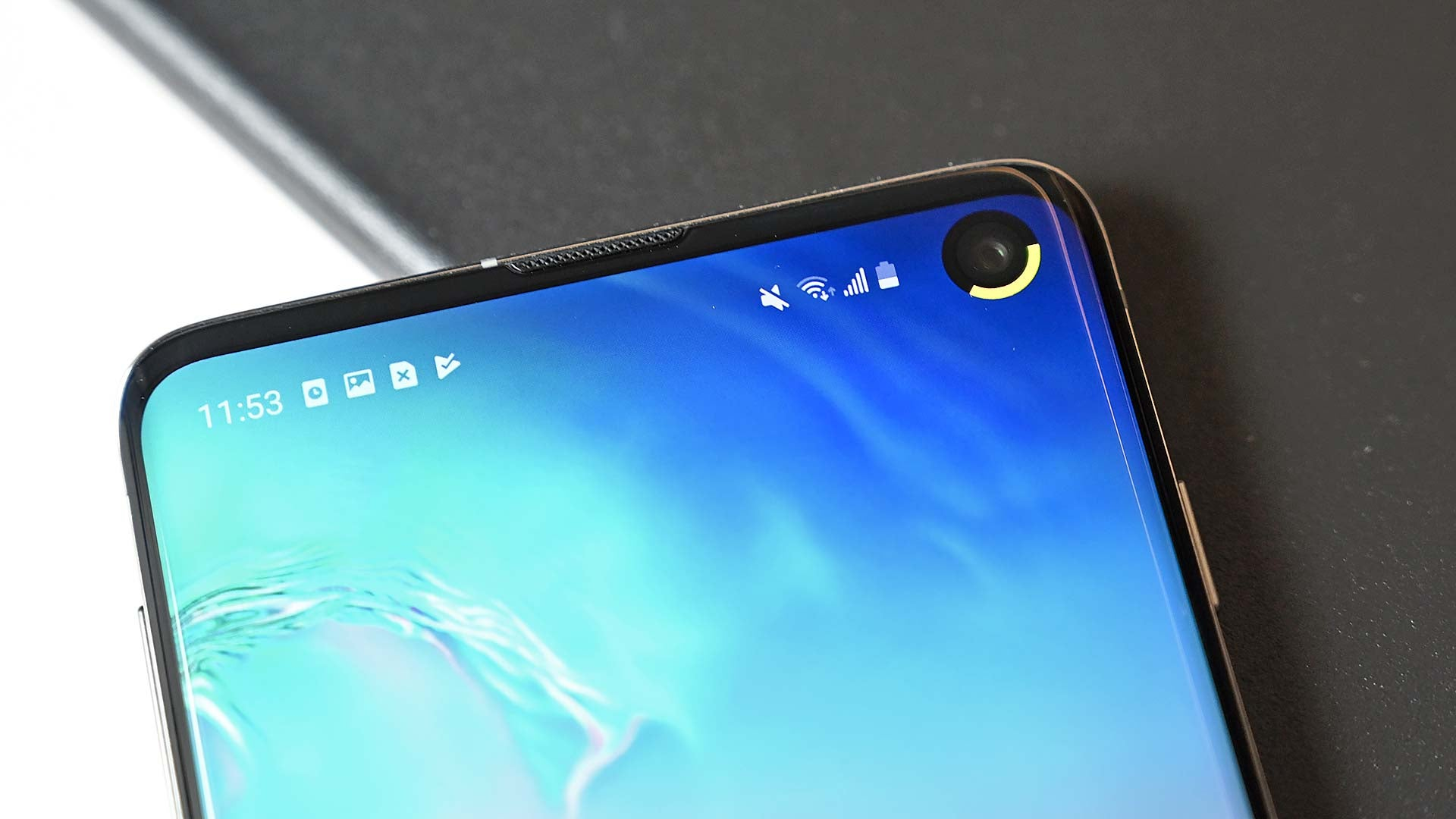 This Energy Ring App Might Be The Best Use Of The Galaxy S10's Punch-Hole Camera Yet