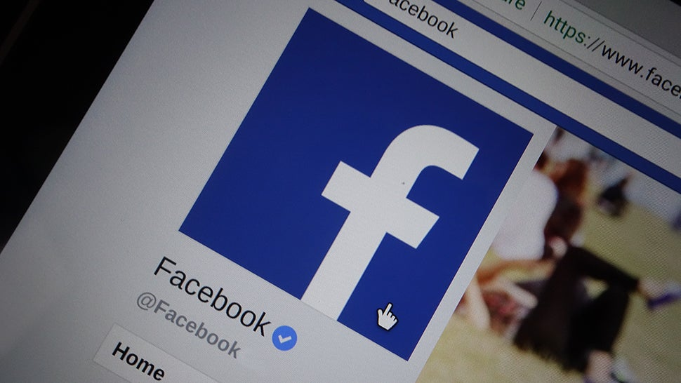 Here's How To Share As Little Data As Possible Without Deleting Facebook