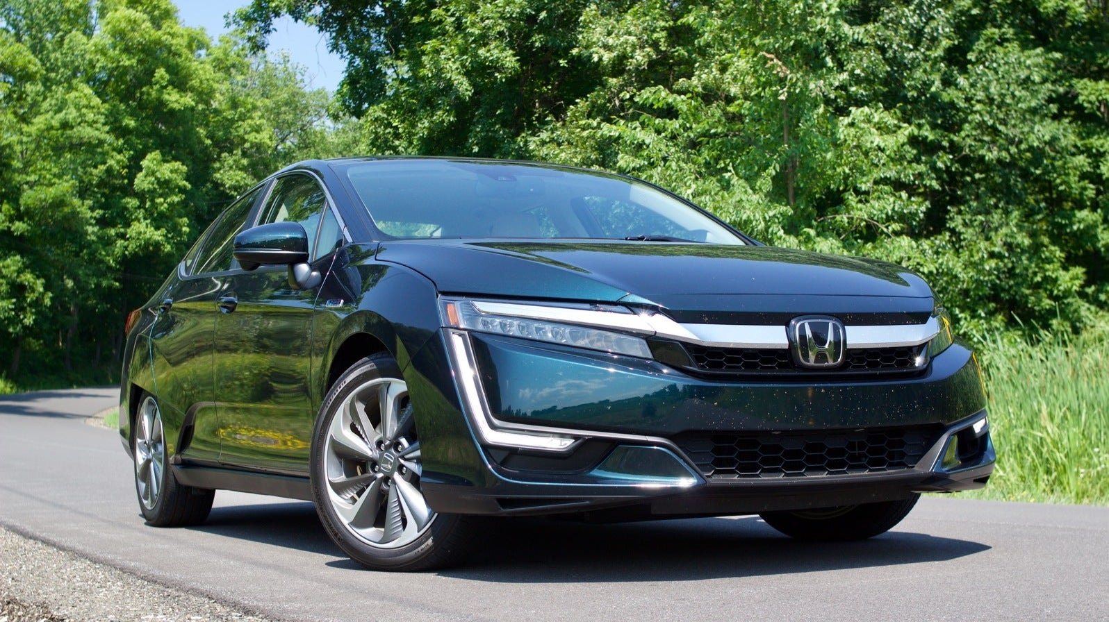 The 2018 Honda Clarity Plug-In Is An Electrified Car That Doesn't Demand Compromises