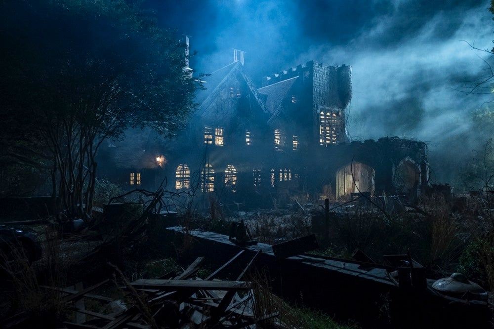 Netflix'sThe Haunting Of Hill House Is A Deeply Disturbing Modern Ghost Story