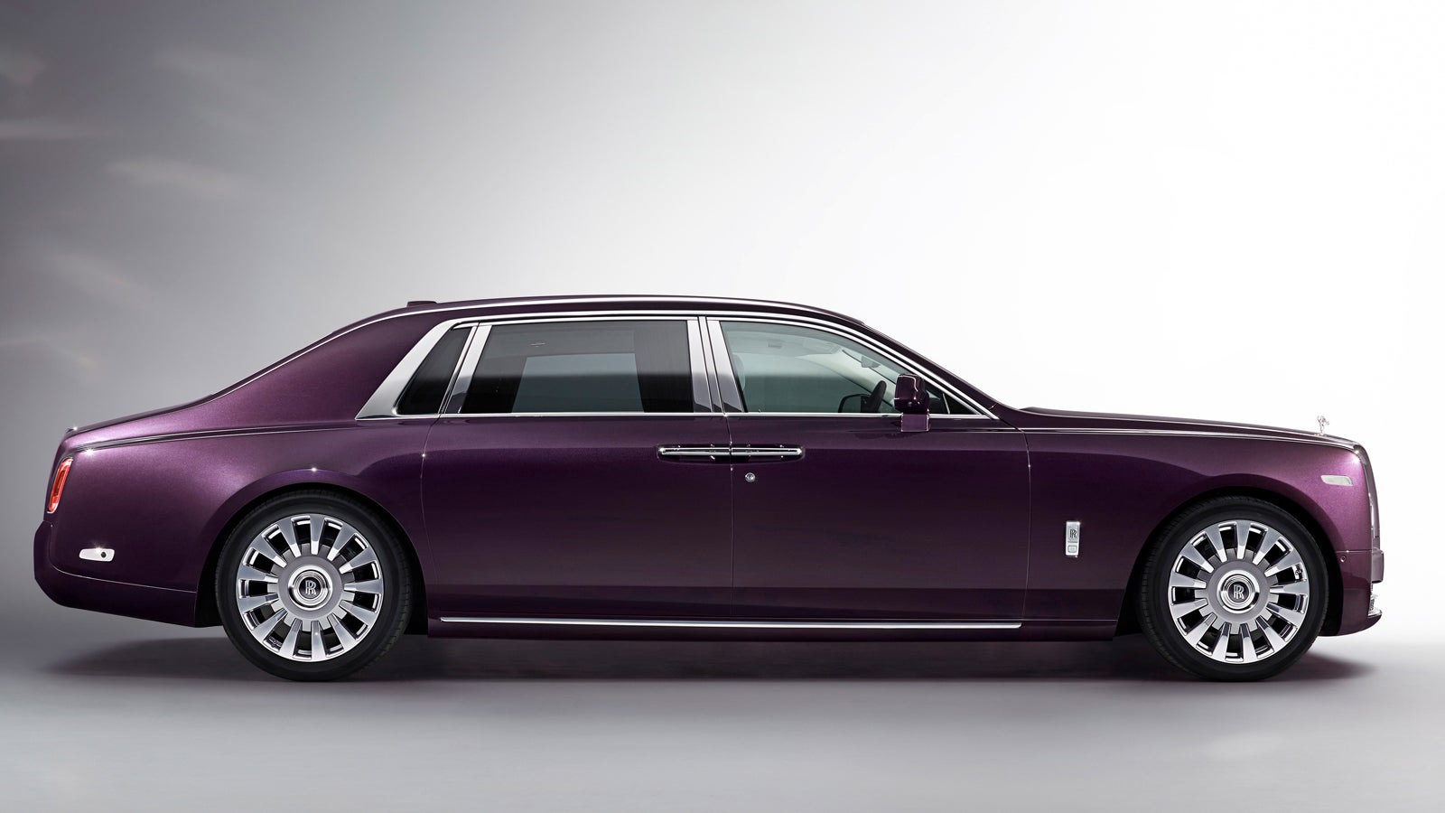 2018 Rolls-Royce Phantom VIII Is The 'Most Silent' Car In The World