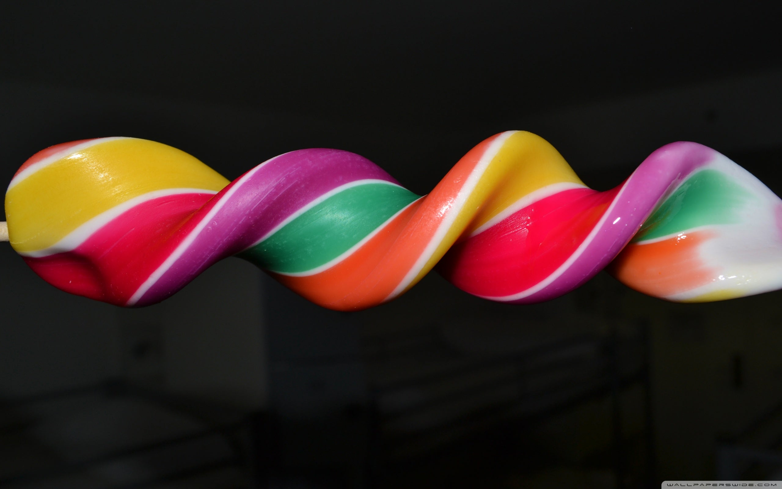 Celebrate Android L with These Lollipop Wallpapers