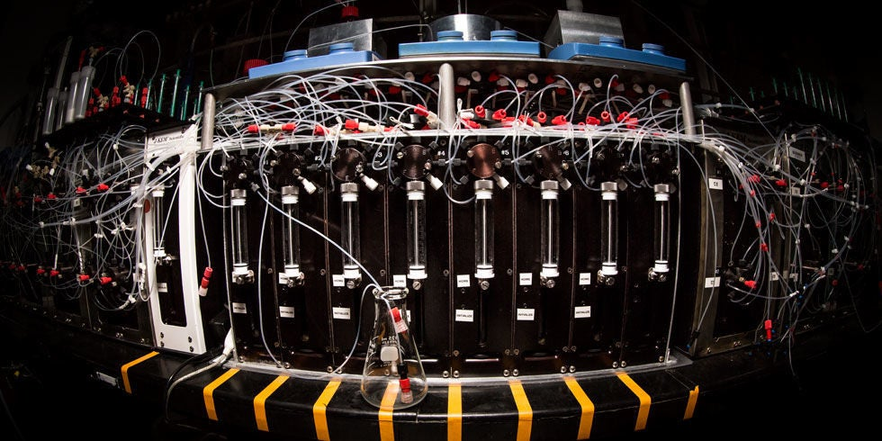 This Machine Builds Obscure Molecules From Scratch in Hours