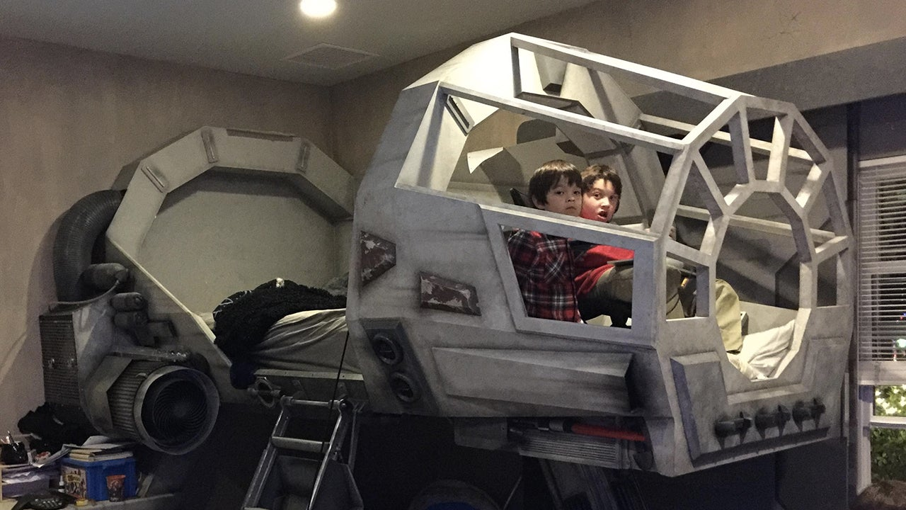 there 39 s no reason to ever get out of a millennium falcon bed gizmodo australia. Black Bedroom Furniture Sets. Home Design Ideas