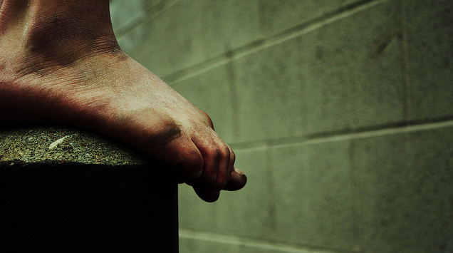 Go Barefoot at the Gym to Get More Out of These Exercises