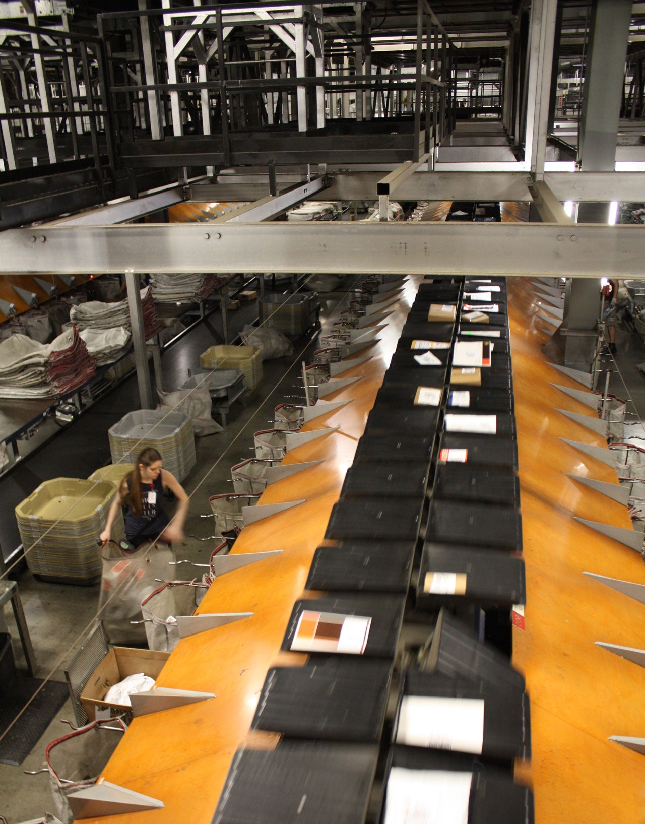 Inside the Automated UPS Complex That Sorts 7,000 Packages a Minute