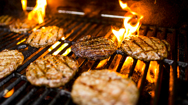 Use the Palm Test to Figure Out If Your Grill Is the Right Temperature