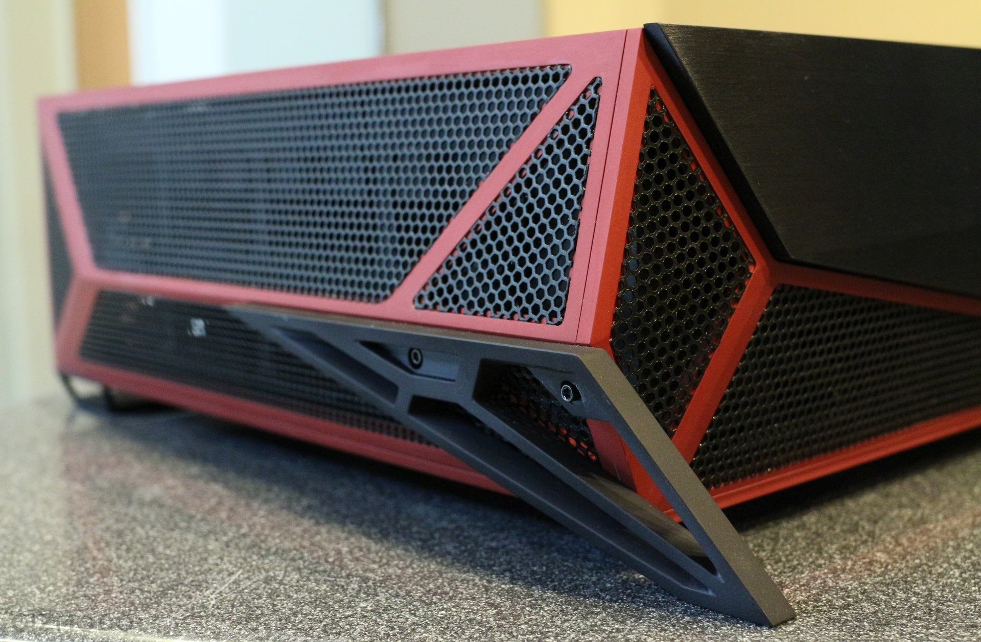 Corsair Bulldog: A Living Room PC With a Face Only a Gamer Could Love