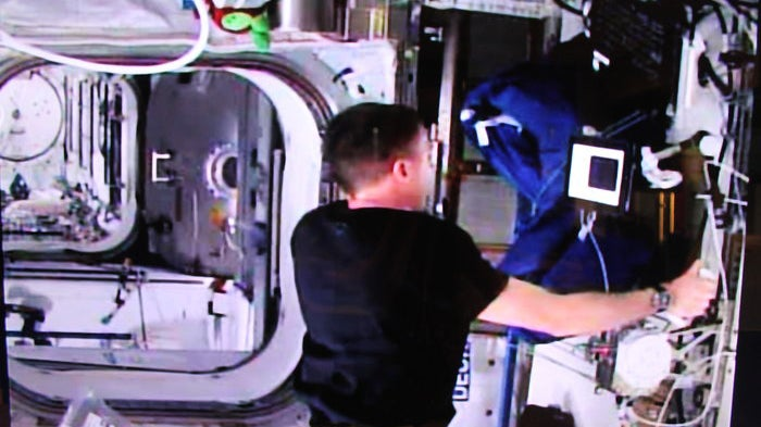 This ISS to Earth 'Handshake' Was First Space-To-Ground Remote Control