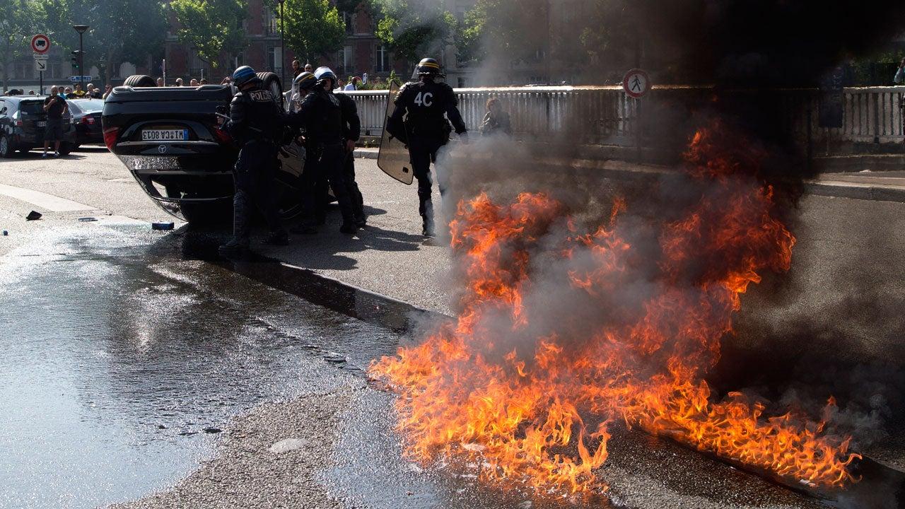 Paris Taxi Drivers Burn Cars in Violent Anti-Uber Riot