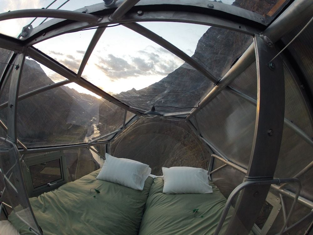 These Hanging Hotel Rooms Have Good Food, Great Views, So Much Screaming
