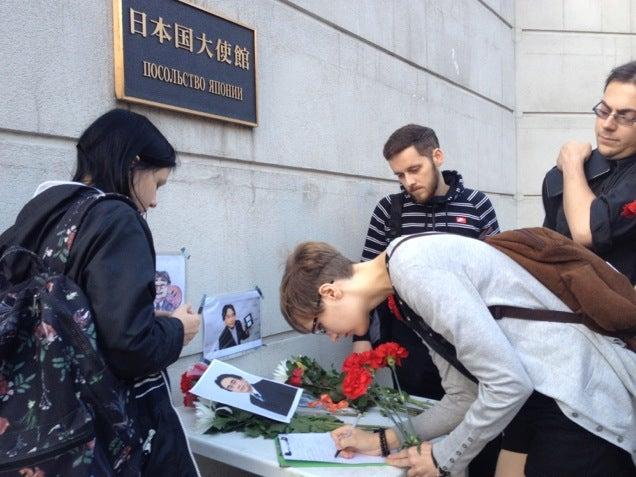 Russian Nintendo Fans Honour Satoru Iwata at the Japanese Embassy