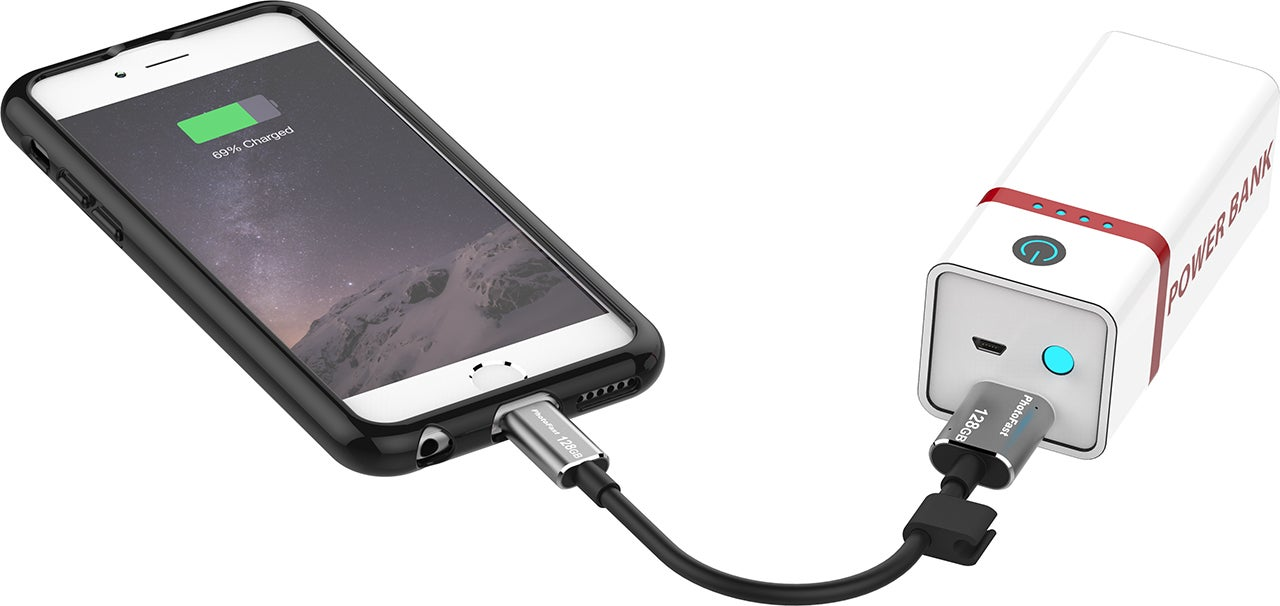 This Tiny iPhone Charger Has 128GB of Extra Storage Built Right In