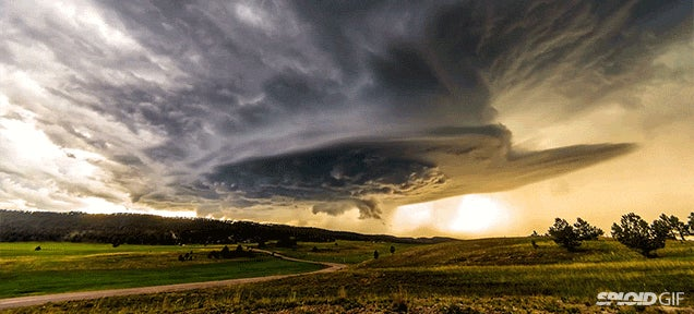 Stunning time lapse video of the sky reveals its staggering beauty