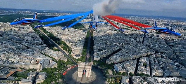 Watch planes cut straight through Paris by flying on top of a street