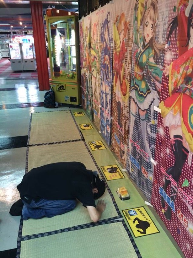 Arcade Creates Area for Worshipping Anime Girls