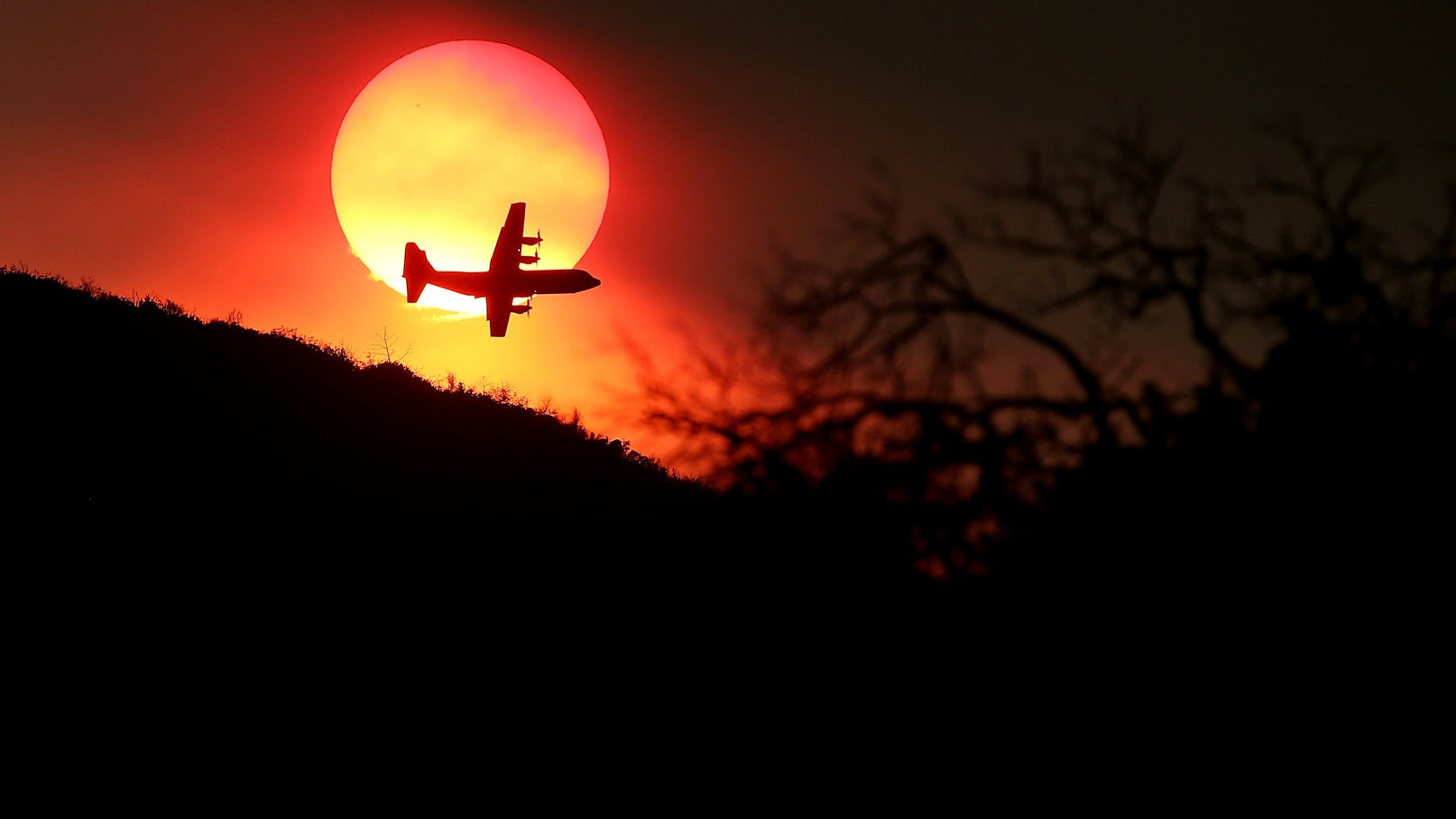 California Burning: Dramatic Photos Of Firefighters In Action