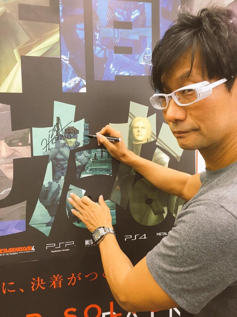 Hideo Kojima Sneaks Out, Signs Autographs
