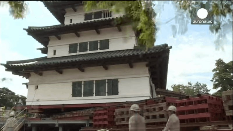 Here's How You Move a 400-Ton, 404-Year-Old Japanese Castle
