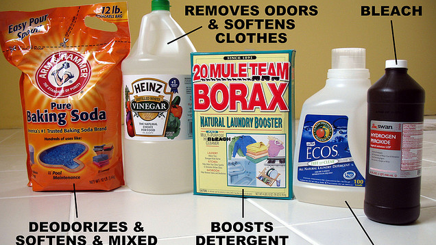 Add Baking Soda or Vinegar to the Washing Machine to Avoid Allergy Problems