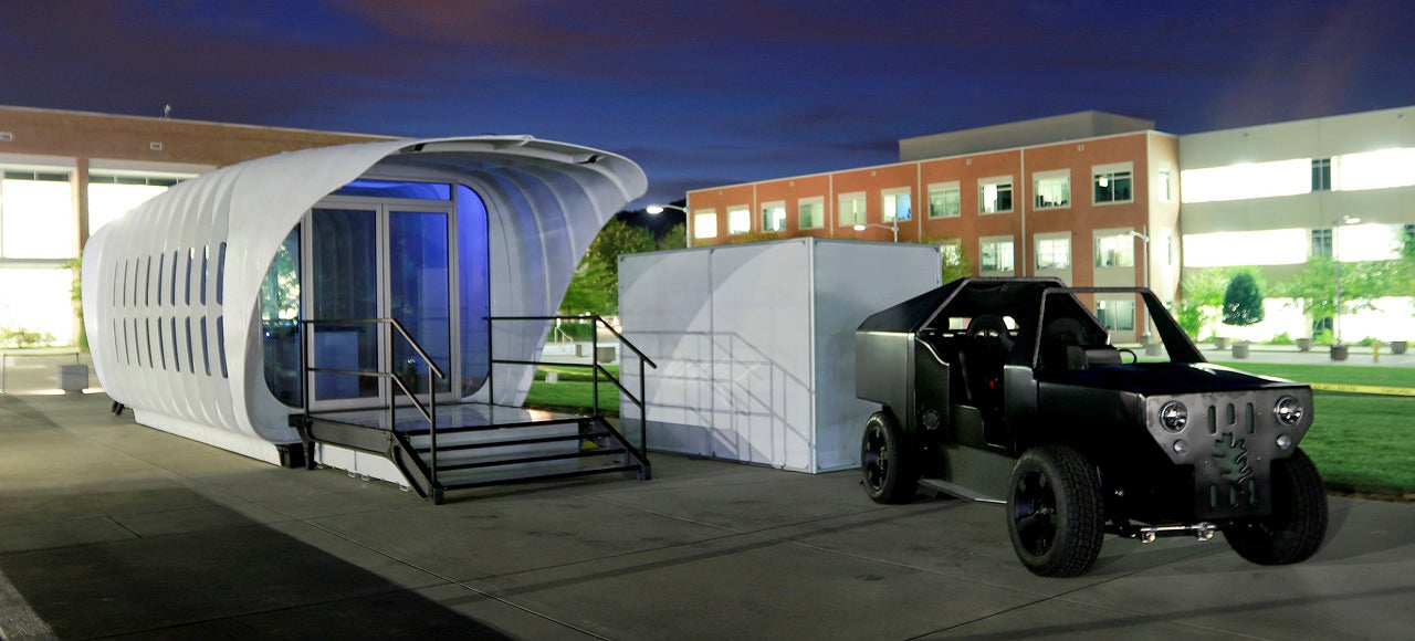 This Energy-Sharing Solar House and Hybrid Car Are the Ultimate Off-The-Grid Fantasy