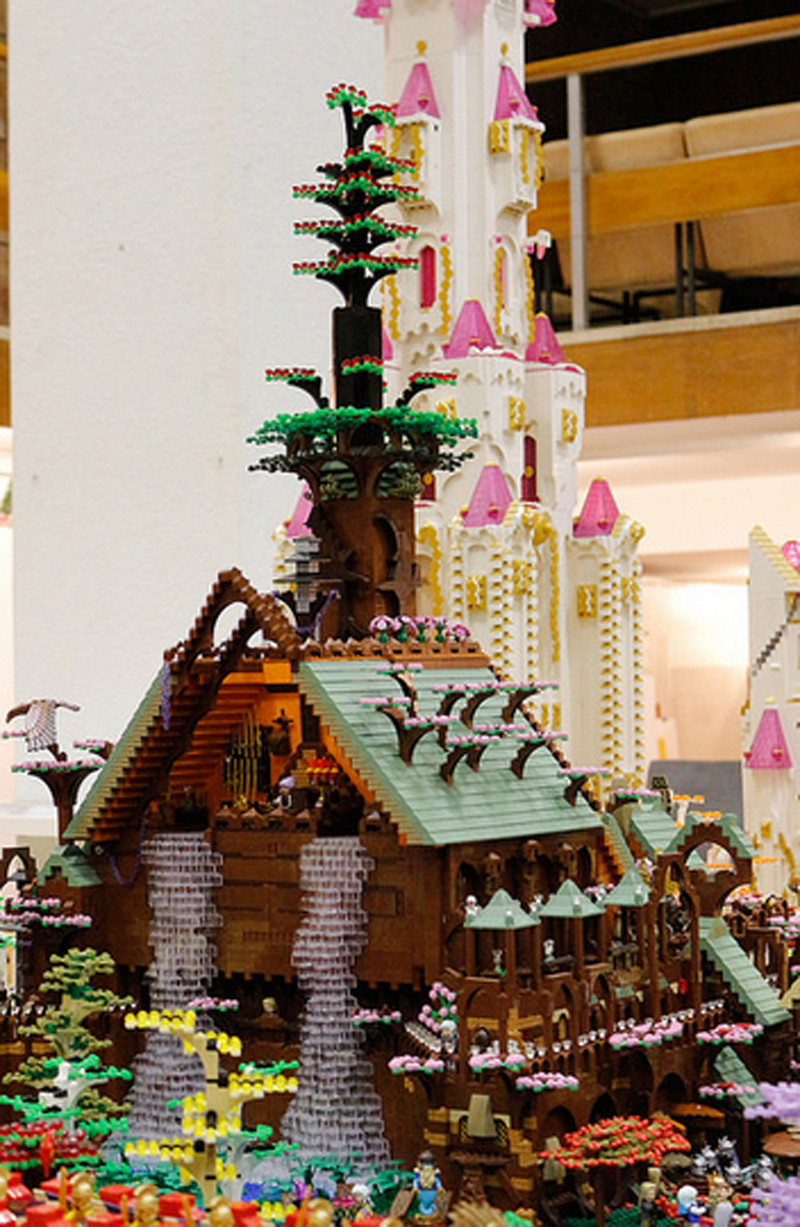 Elves March Into Battle In Huge Dungeons & Dragons LEGO Fan-Build