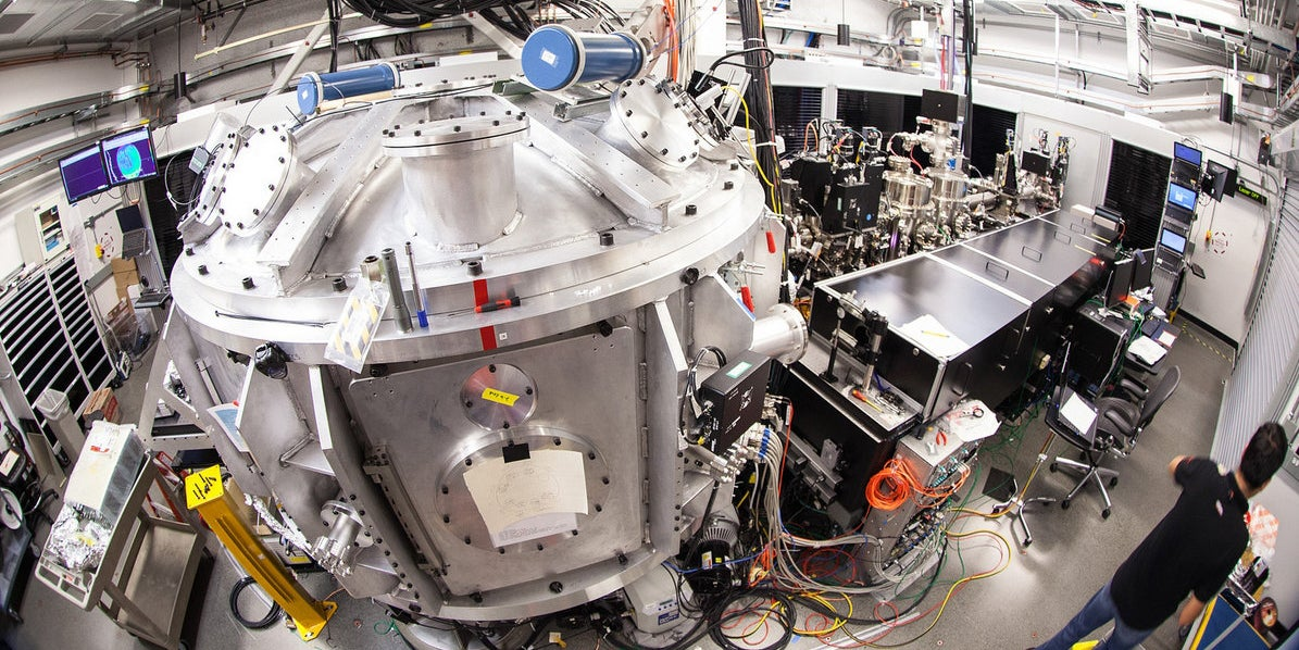 SLAC's Upgraded 200-Terawatt Laser Creates Pressures Of 2 Trillion PSI