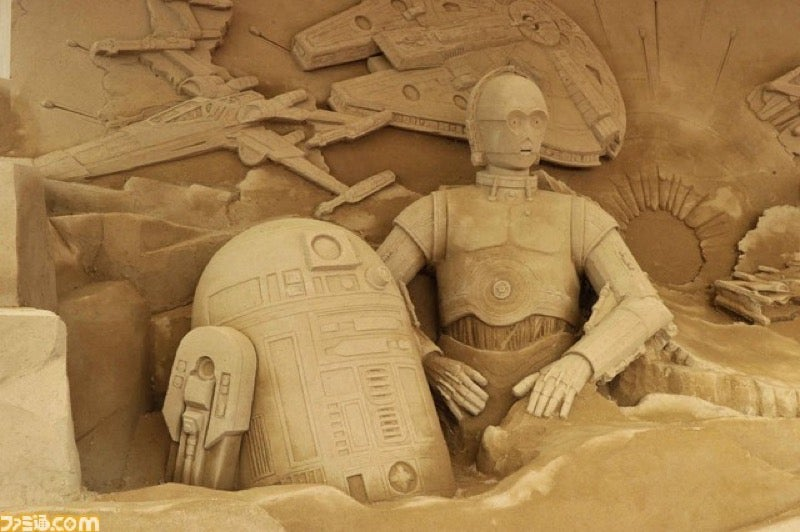 Star Wars Turned into a Giant Sand Sculpture