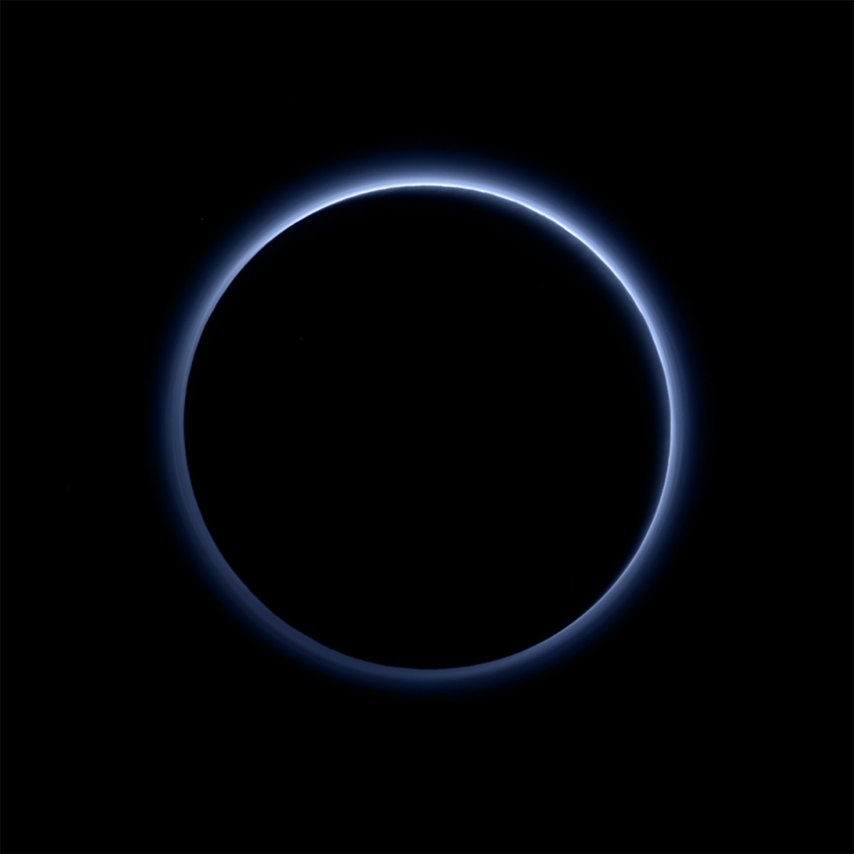 You Can See the Colour of the Sky in the Newest Pluto Pictures -- and It's Blue