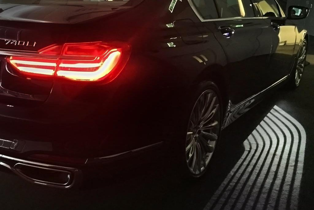 BMW's New 7 Series Illuminates a Path To Your Car's Door at Night