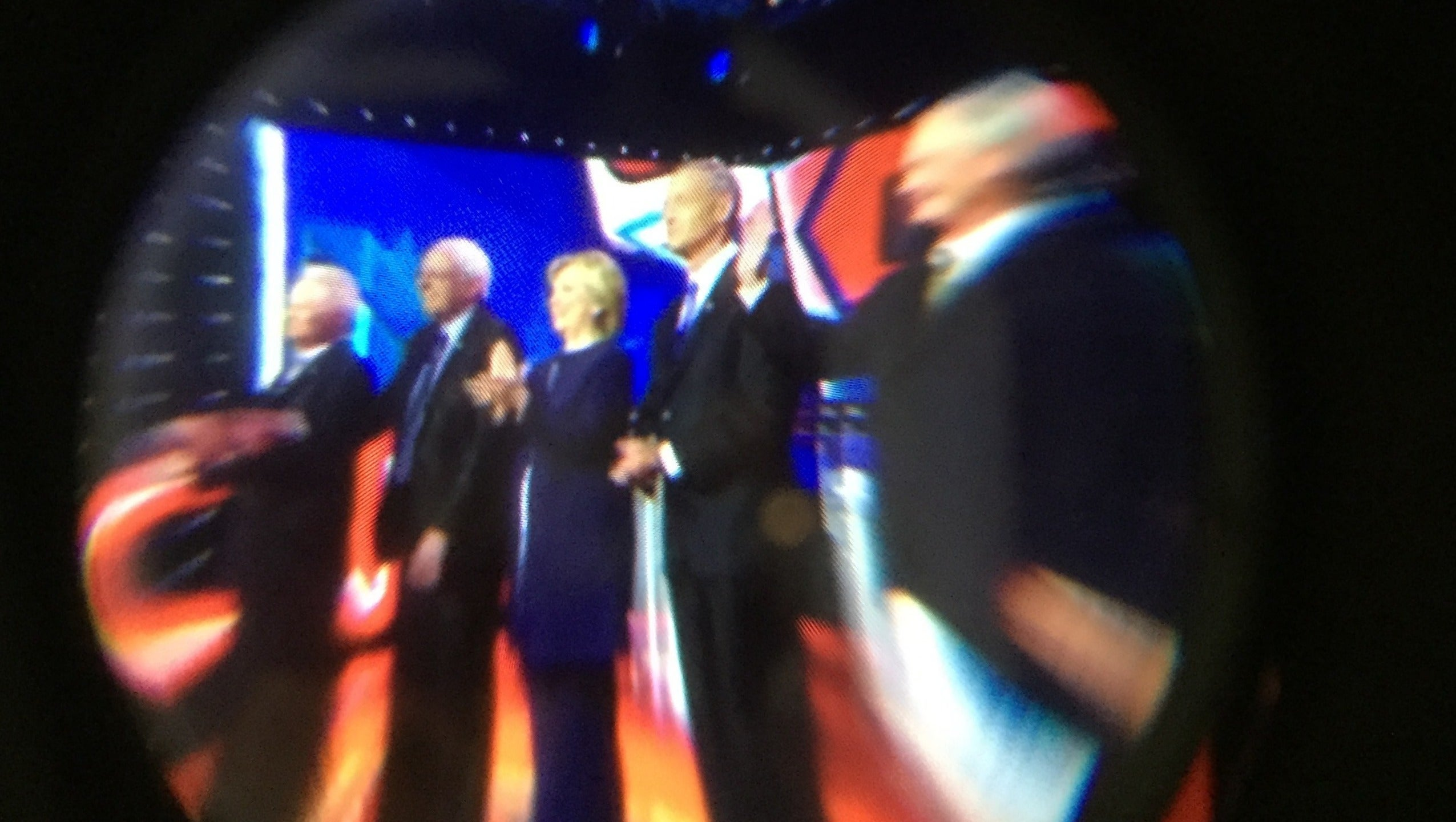 Watching the Democratic Presidential Debate In Virtual Reality Sucked